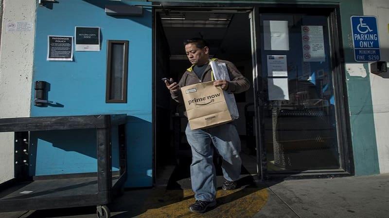 Amazon: Επί 2 χρόνια έκλεβε τα φιλοδωρήματα των διανομέων της