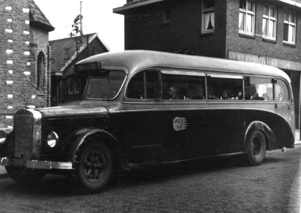 21-6-1947, Mercedes bus; foto: Jack Oosterbosch