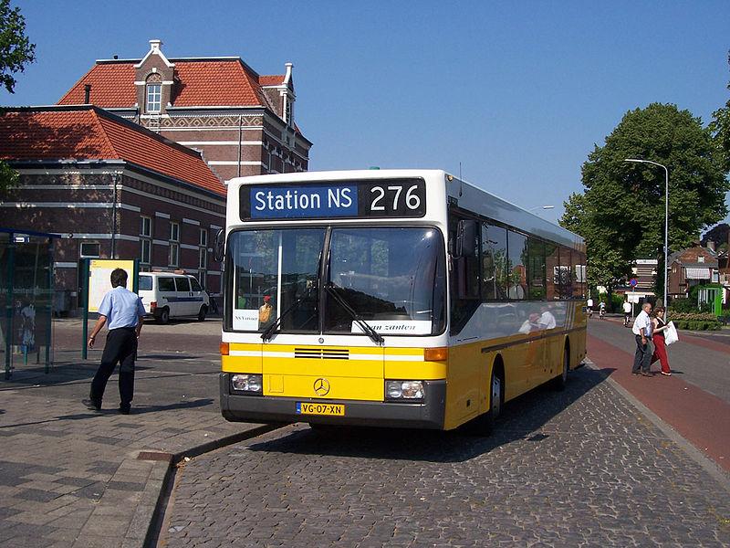 800px-Van_Zanten_3977_ex-Connexxion_ZWN_Tiel_Station_02-07-2006
