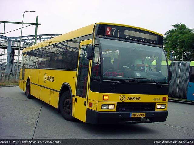 De Arriva 4049 arriveert op 8 september 2003 in Zwolle (foto Shandro van Amersvoort)