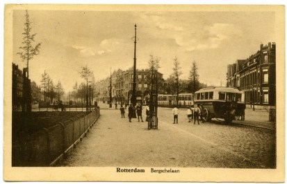 Het buseindpunt op de hoek van de Bergselaan en de Lischweg, 1924