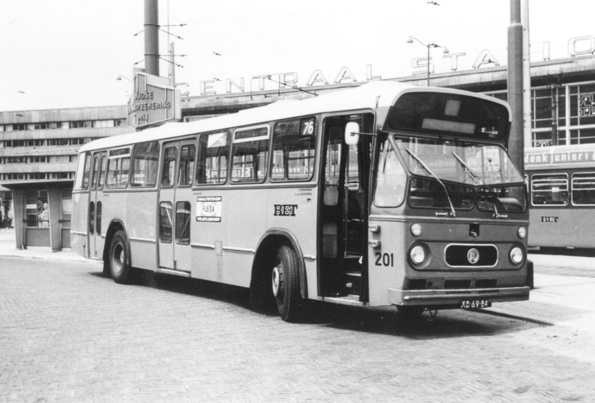 Bus 201, Leyland-Panther, Stationsplein