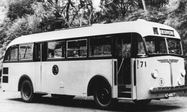 Bus 71, Kromhout-Verheul, type TB-L4A, 68pk, motor achterin. Het zojuist afgeleverde prototype in 1938