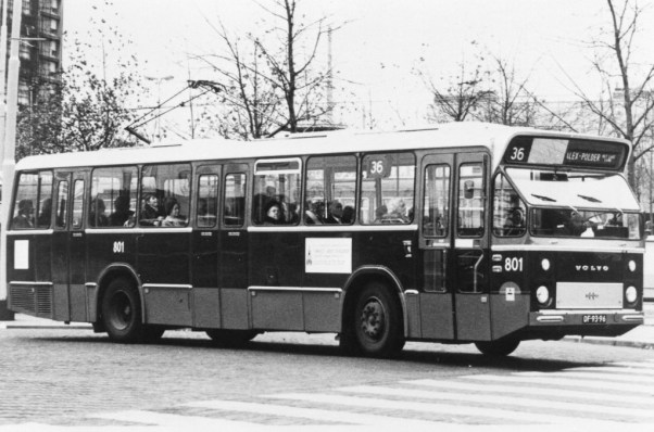 Bus 901, Volvo-Nebim als proefbus in dienst in Den Haag (en Amsterdam?) als 801 in Rotterdam op proef. Stationsplein, 28-12-1972