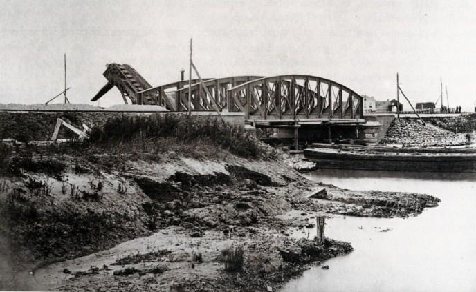 Spoorbrug over het Mallegat in de lijn Rotterdam-Breda, ca. 1867.