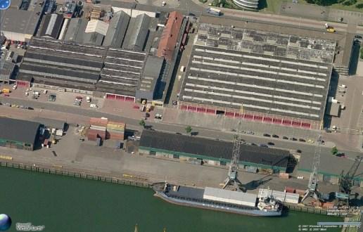Een satellietbeeld van Google van complex in 2007.