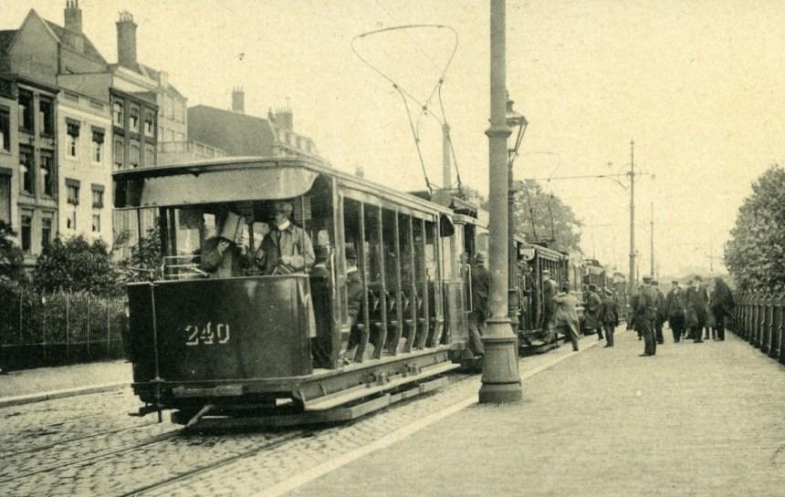 Aanhangrijtuig 240 op de Oosterkade, 1918