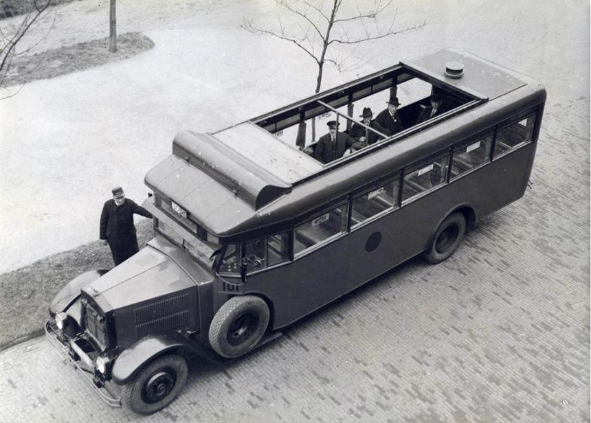 De Krupp-Allan toerbus 101 met open dak.