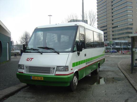 RET Tours 119, Mercedes Midibusje, Stationsplein, 6-3-2004
