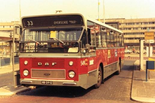 Een van de vele CSA-1 standaardbussen, Stationsplein, bus 549, in de reguliere dienst op lijn 33.