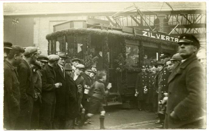 Isaäc Hubertstraat, zilvertram ten behoeve van de collectie van het crisiscommitee, 9-10-1934