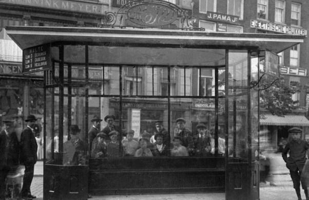 In de volksmond het Moriaansplein, maar officieel het wachthuisje aan het Middensteiger, 1920