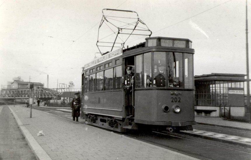 Wachthuisje Aelbrechtsplein, motorrijtuig 202, lijn 1, 1934