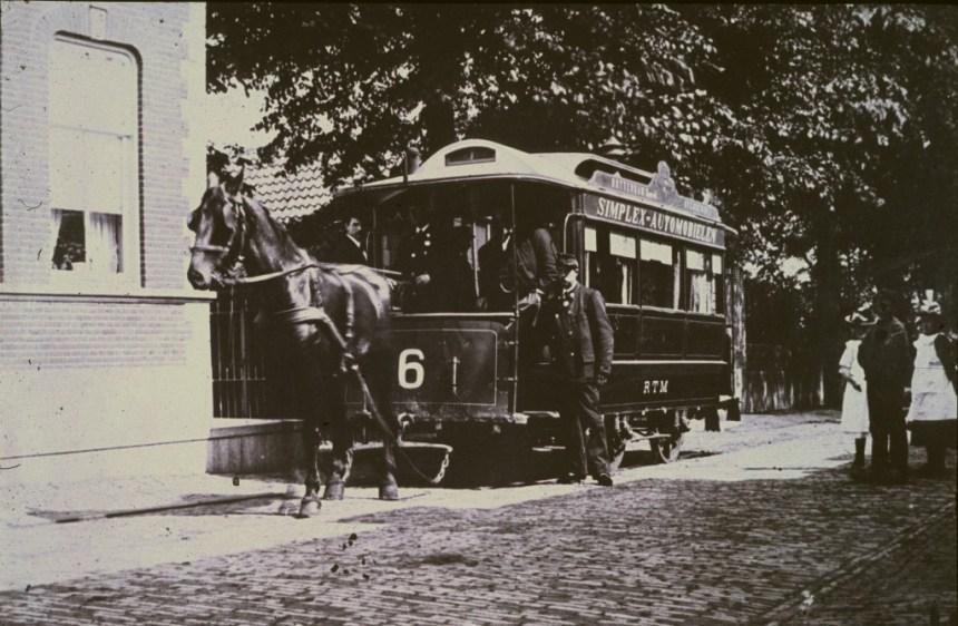 Reclame voor een auto op de tram.....