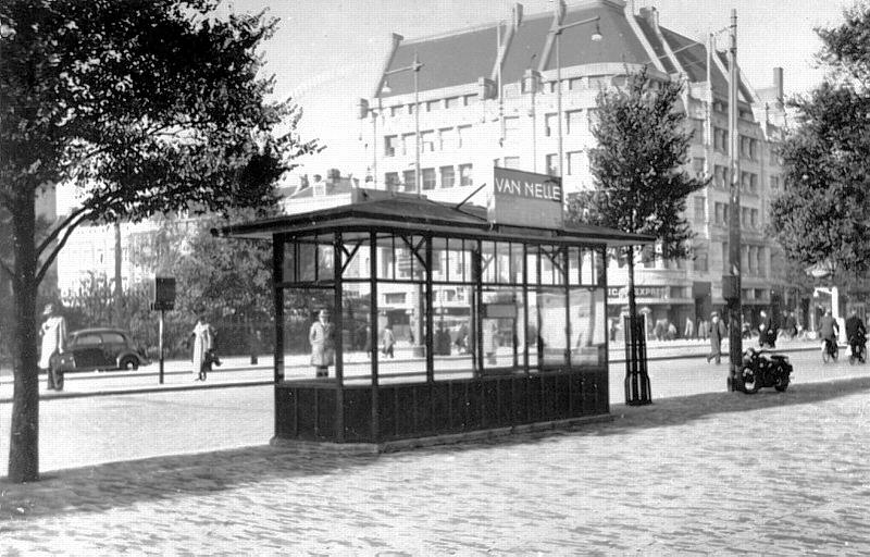 Wachthuisje RET, Coolsingel hoek Van Oldenbarneveltstraat, ca. 1940