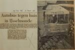 19560315-Autobus-botst-op-huis-in-IJsselmonde