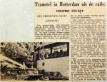 19561009 Tramstel in Rotterdam uit de rails Lange Geer
