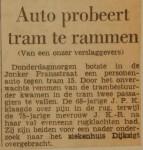 19650709-Auto-probeert-tram-te-rammen-HVV
