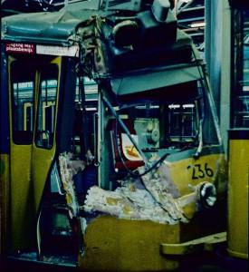 Motorrijtuig 236, na een botsing in de Statentunnel op 31 mei 1979, in de CW Kleiweg
