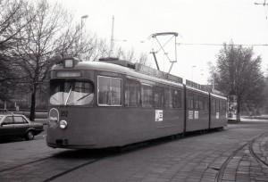 Motorrijtuig 352, lesrijtuig, Stationsplein, 10-5-1984, ( foto L.R. De Reijke )