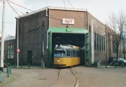 Motorrijtuig 385, lijn 4, als museumtram, Remise Hillegersberg, 8-2-2001, bruine buffers