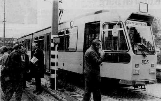 Motorrijtuig 805, perspresentatie 1e gerenoveerde tram Centrale werkplaats Kleiweg 10-10-1984