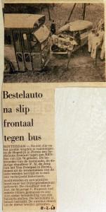 19680212 Bestelauto na slip frontaal tegen bus Hogendijk
