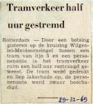 19691229 Tramverkeer half uur gestremd Meidoornsingel