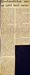 19710317 Mes op tafel. (NRC)