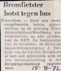 19720815 Bromfietser tegen bus.