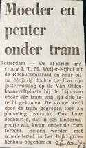 19731026 Moeder en kind onder tram.