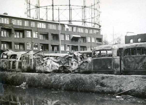 Schade aan de garage Lusthofstraat na het bombardement van 14-5-1940 (foto: Verz. B. Mees)