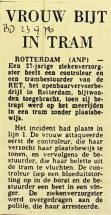 19760923 Vrouw bijt in tram. (BD)
