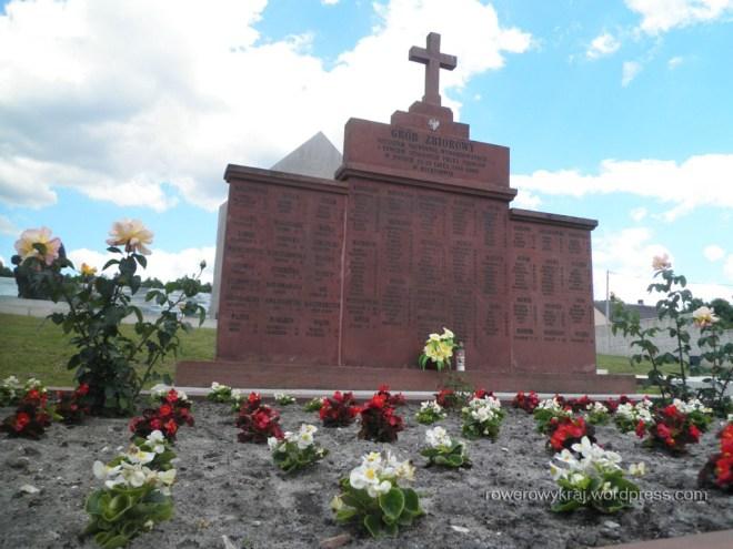 pomnik i zbiorowa mogiła ofiar pacyfikacji w Michniowie