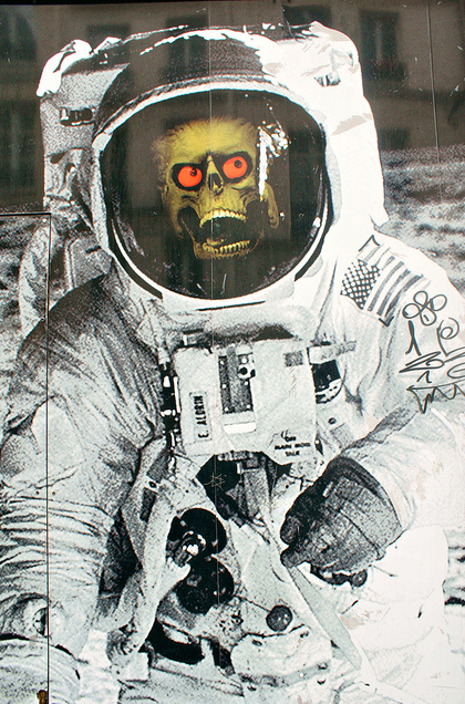 Astronaut Mars Attacks Alien - ack ack