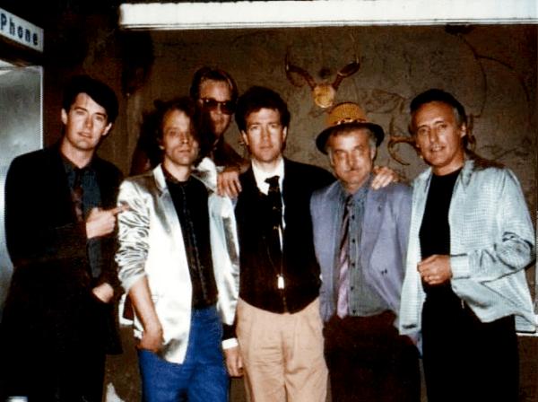 Blue Velvet Behind the Scenes Cast Photo - Kyle MacLachlan, Brad Dourif, J. Michael Hunter, David Lynch, Jack Nance, Dennis Hopper