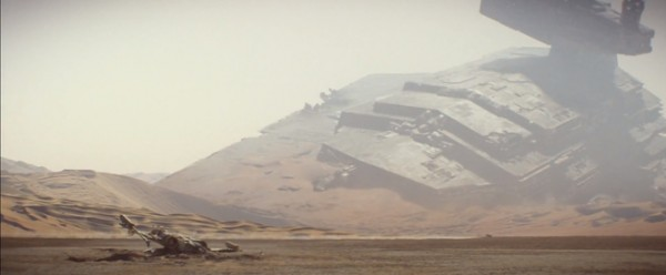 Star Wars: The Force Awakens Star Destroyer Crashed on Jakku