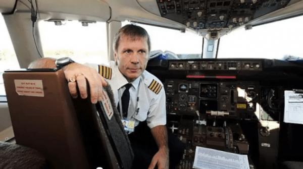Bruce_Dickinson_pilot_Boeing-600x335
