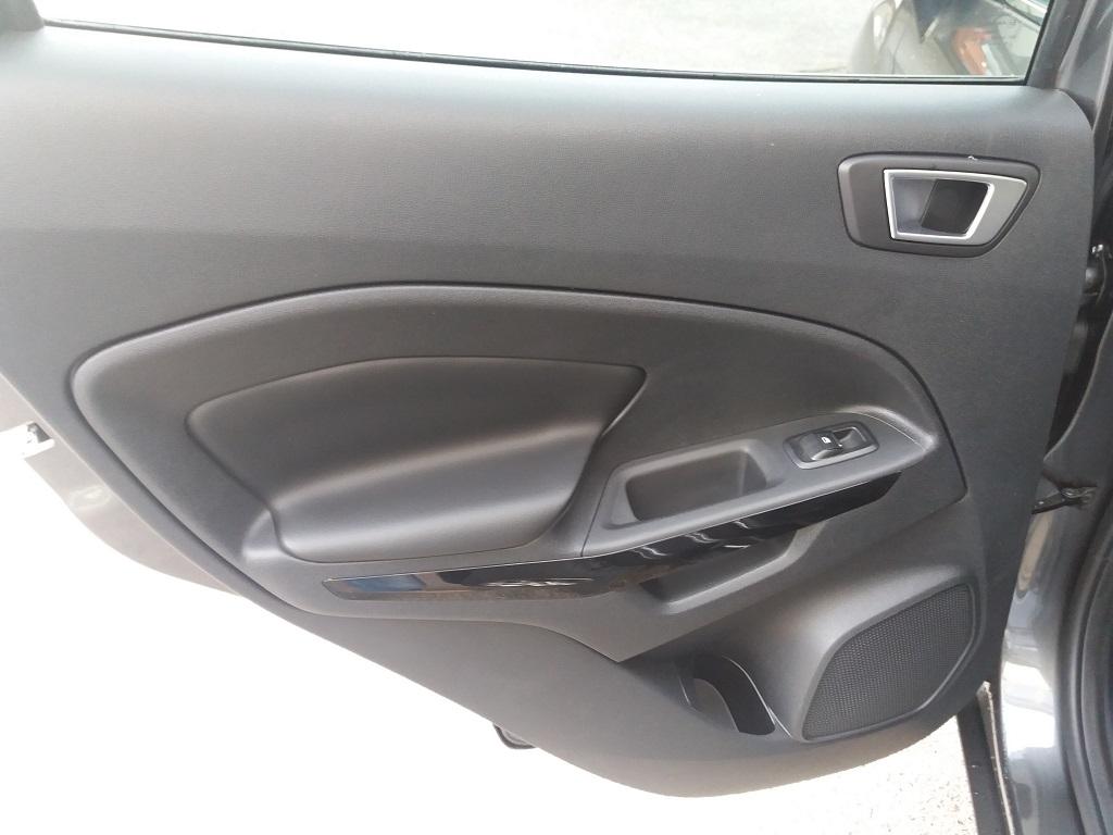 Ford EcoSport 1.5 TDCi EcoBlue 100 cv S&S Titanium (18)