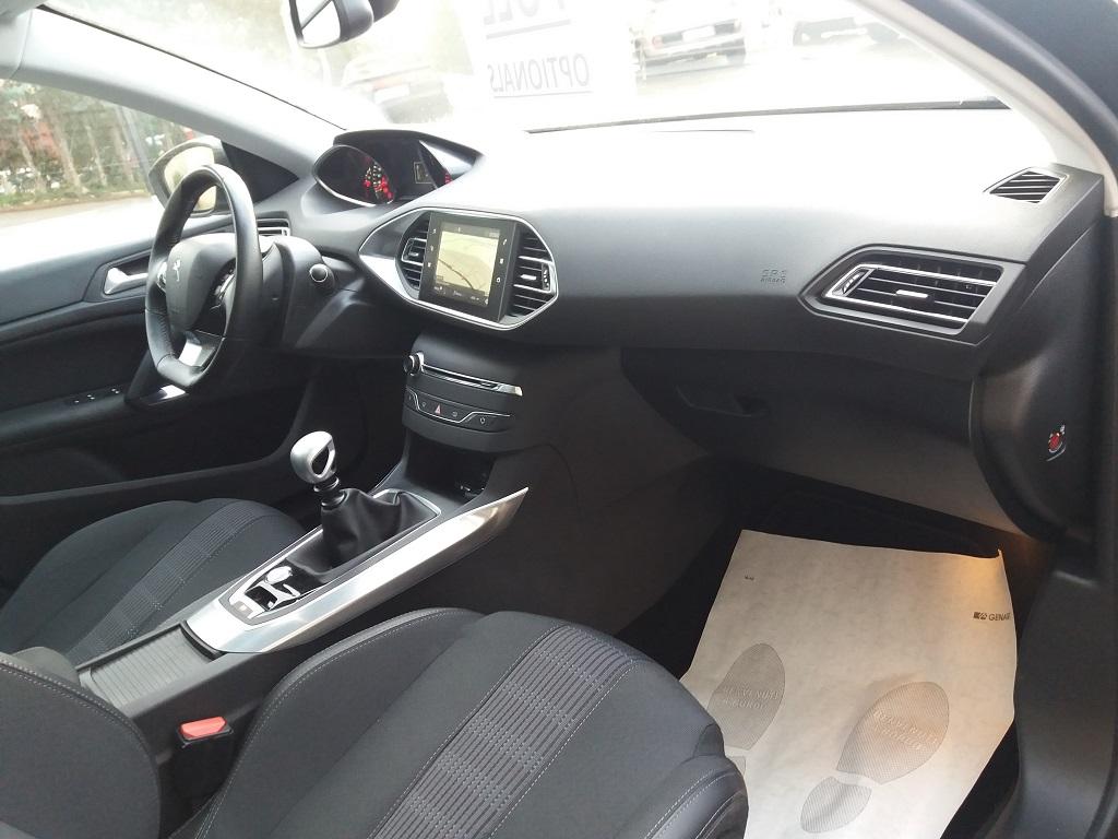 Peugeot 308 BlueHDi 120 S&S Allure (16)