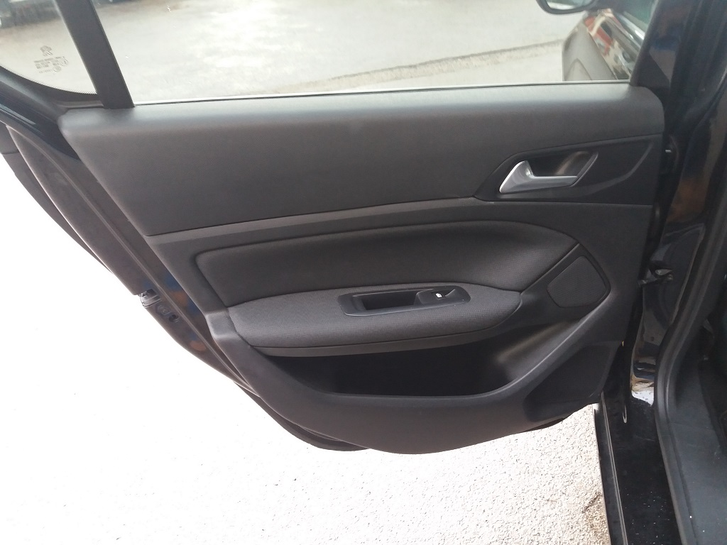 Peugeot 308 BlueHDi 120 S&S Allure (24)