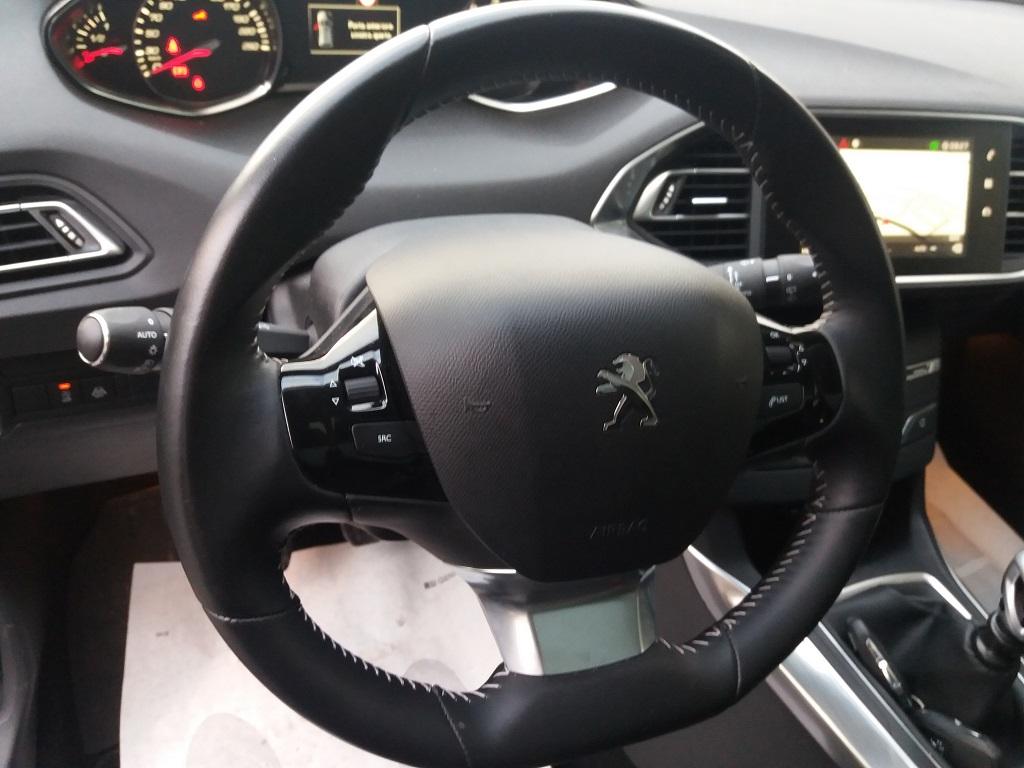 Peugeot 308 BlueHDi 120 S&S Allure (37)