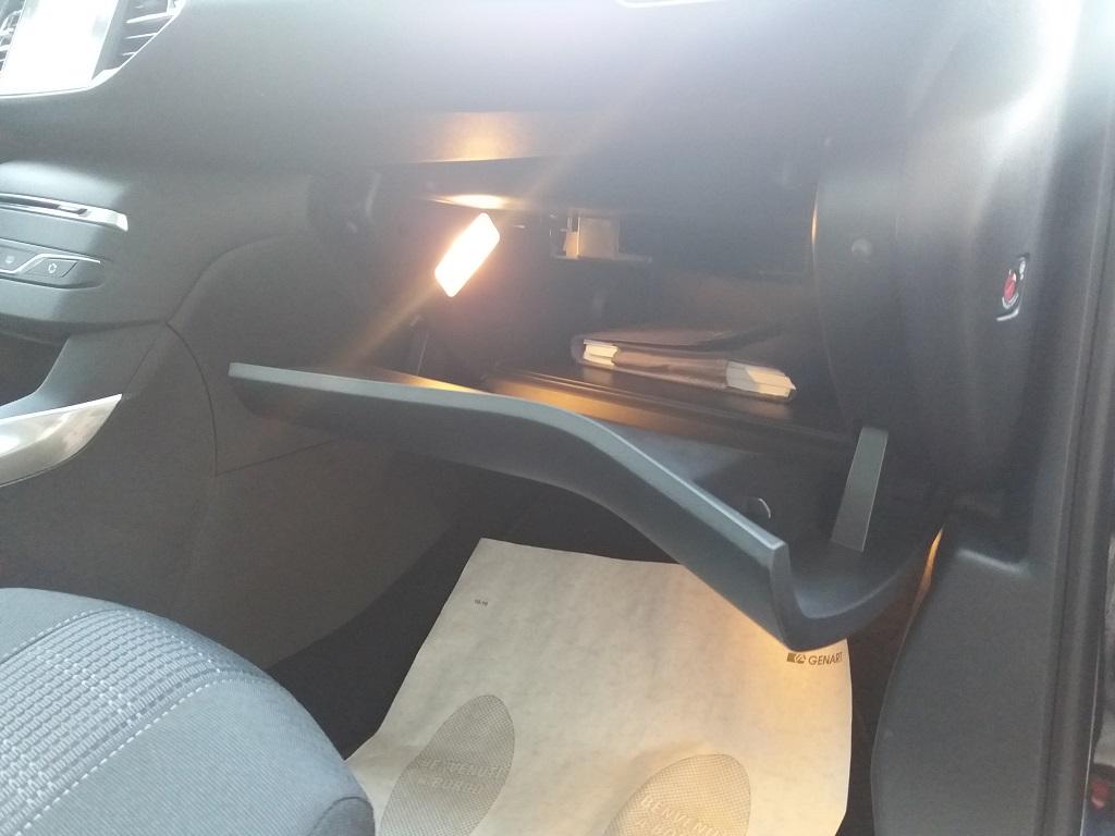 Peugeot 308 BlueHDi 120 S&S Allure (51)
