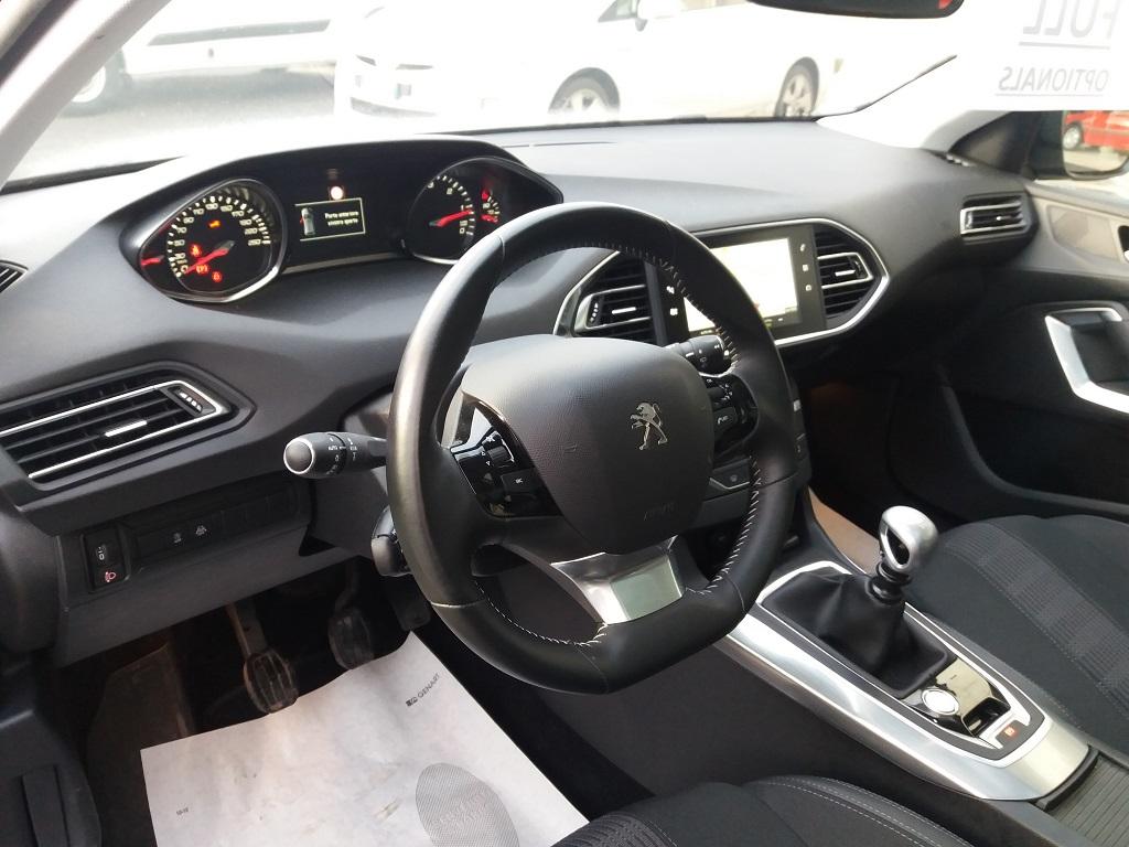 Peugeot 308 BlueHDi 120 S&S Allure (9)