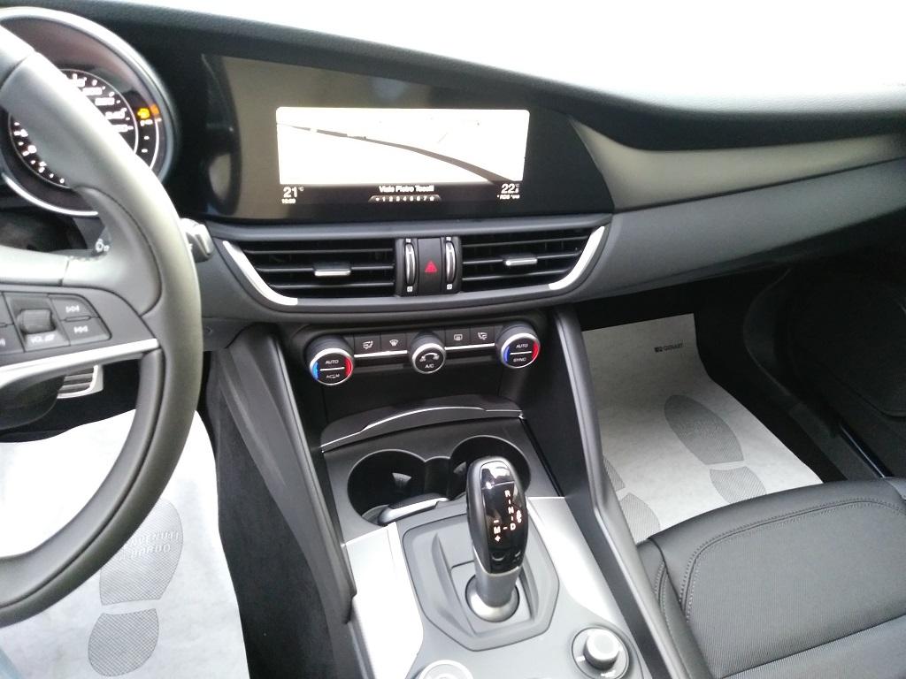 Alfa Romeo Giulia 2.2 Turbo Diesel 180 cv AT8 Super Sport Edition (10)