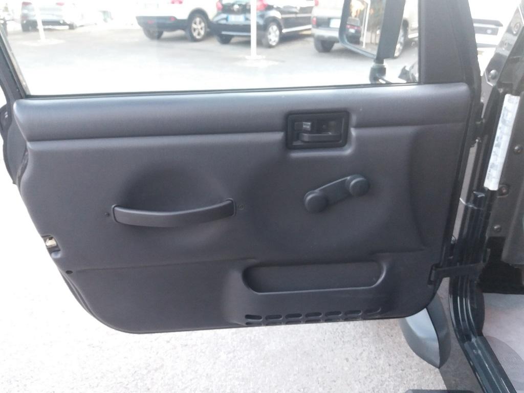 Jeep Wrangler TJ 4.0 Sport (24)