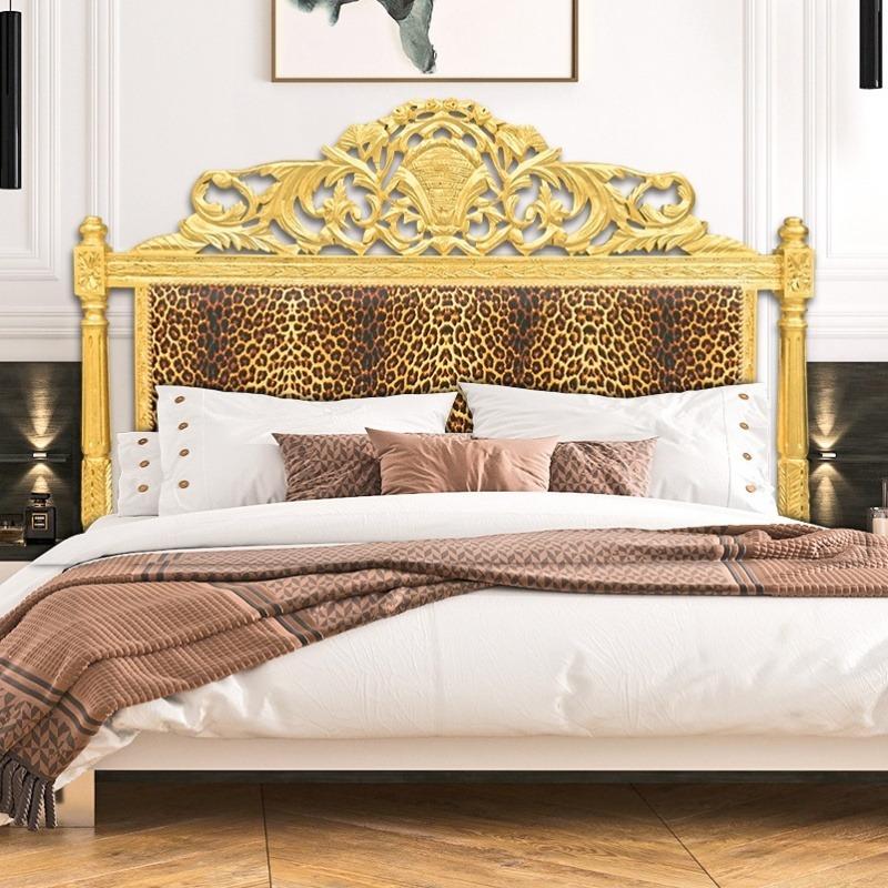 tete de lit baroque tissu imprime leopard et bois dore