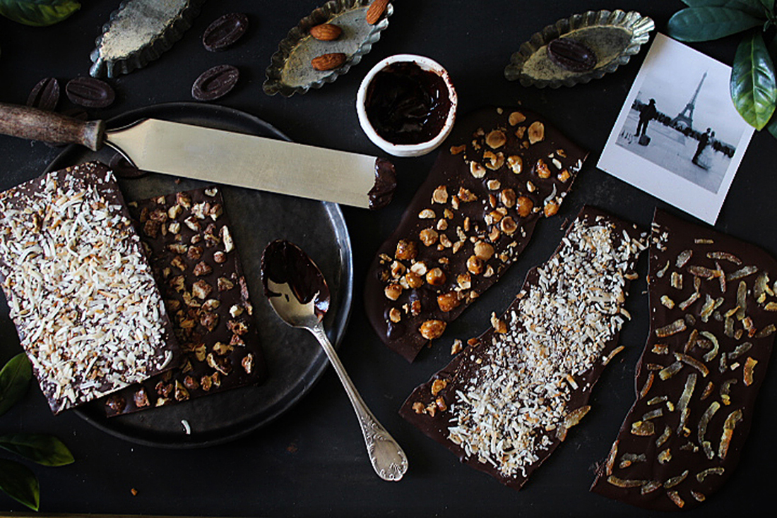 tablettes de chocolat maison aux fruits confits noix de coco et noisettes caramelisees