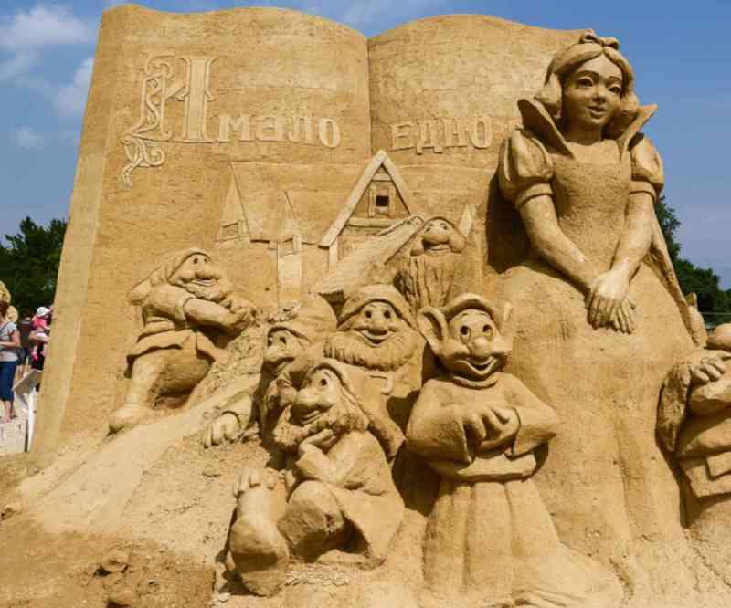 Des sculptures en sable sur la plage de la Grande Conche, à Royan