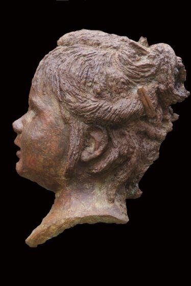 portret kleutertje in brons